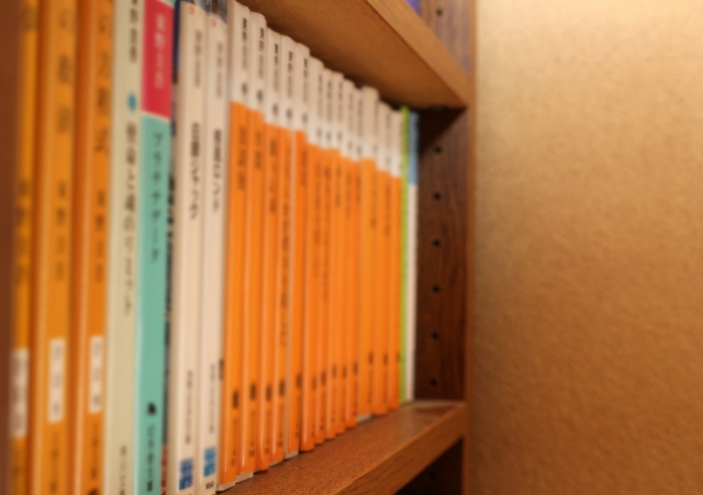 棚に並べられた本