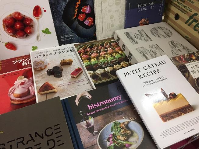 並べられたフランス料理・お菓子専門書